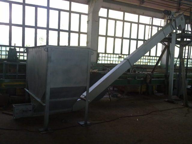 Скребковый конвейер для подачи топлива