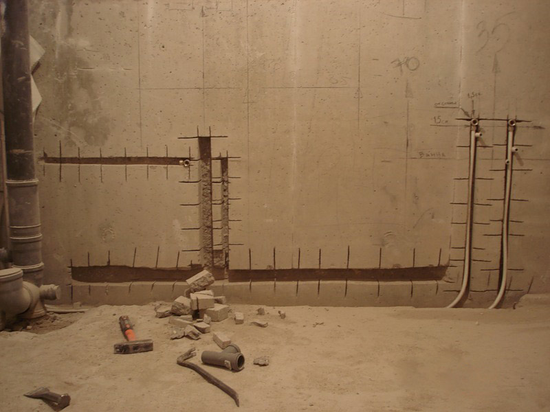 Скрываем трубы отопления в стену