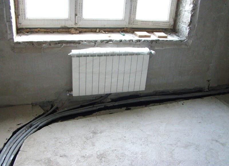Скрываем трубы отопления в пол