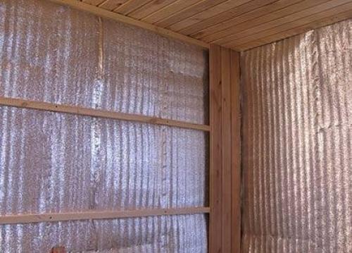 Установка вагонки из устойчивых к повышенной влажности сортов древесины